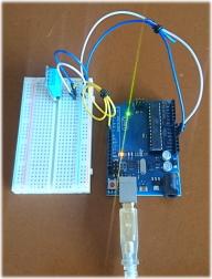 テストの様子(左側:ブレッドボード 右側:Arduino Uno)