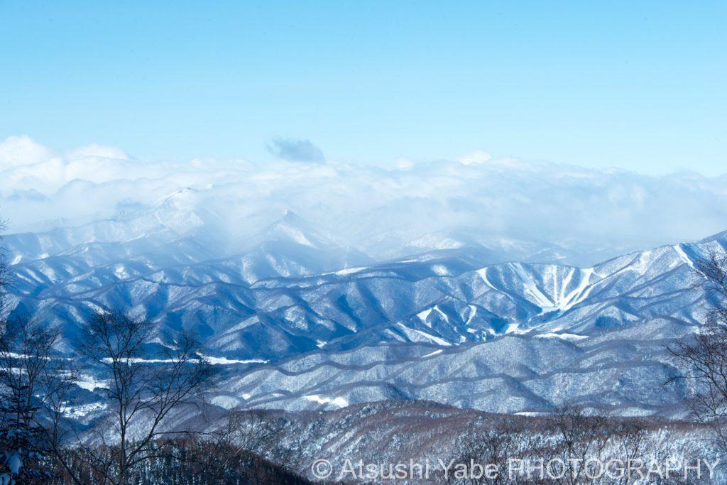 見渡す雲海と雪山